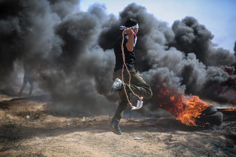 ٨٠٪ من الفلسطينيين يرفضون خطة ترامب للسلام، تراجع شعبية حماس وهنية في آخر استطلاع للمركز الفلسطيني للبحوث السياسية والمسحية